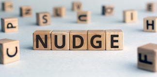 มารู้จัก Nudge Theory ทฤษฎีผลักดัน ที่ช่วยเก็บเงินแบบปัง ๆ ไปยาว ๆ
